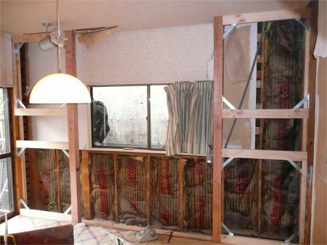 基礎のあるところに二箇所の耐震壁を新設。